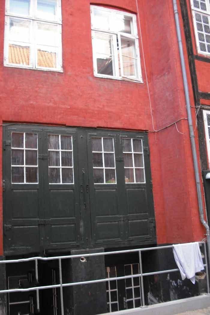 Det vestlige firetages sidehus opført af ejeren smede- gas- og vandmester C.F. Riedel 1880. Foto Ida Haugsted 2017