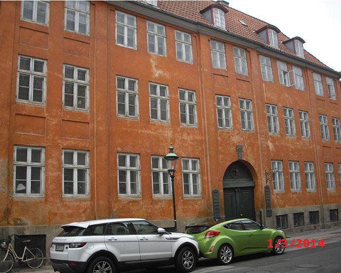 Forhuset Ny Vestergade 9 grundmuret og forhøjet en etage 1770'erne af ejeren kobberstikker Hans Qvist. Foto Ida Haugsted 2017.