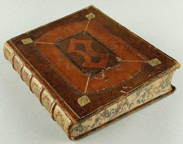 Bogbind (spejlbind) senest 1728 formentlig fra Boppenhausens værksted. Bogen er af af Jo. Alberti Fabricii, Bibliothecæ Græcæ vol. 11. Hamburg 1722. Det Kongelige Bibliotek. Foto www.danskebogbind 2003/online.